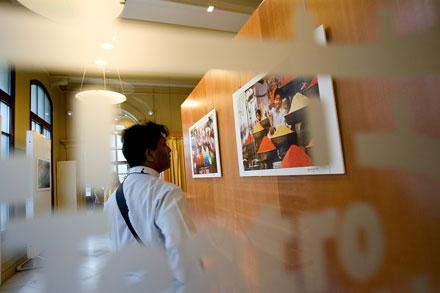 Exposición de Nicholas Devore en el teatro Palacio Valdés. © Miki López