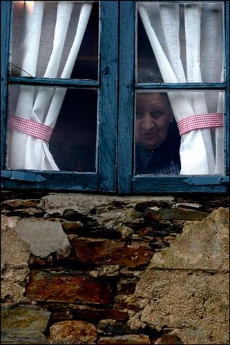 En la ventana del molín de Porcía. 2006. © Miki López