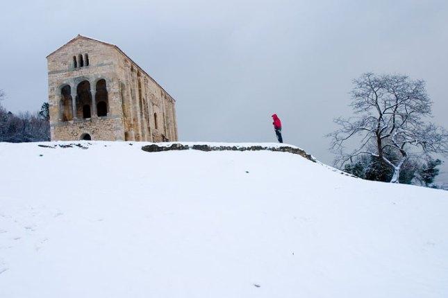 Santa María del Naranco en la nieve. 8 de enero de 2009. © Miki López