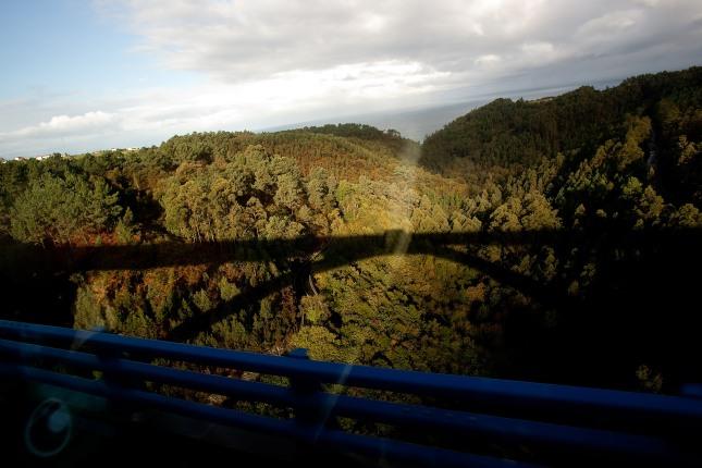 Sombra del Puente de los Fierros (Cudillero). Noviembre de 2012. © Miki López