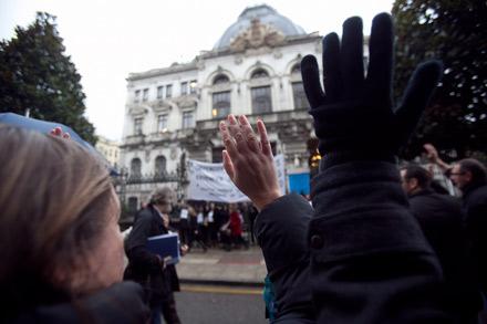 Manifestación de funcionarios delante de la Junta General del Principado. Diciembre de 2012. © Miki López