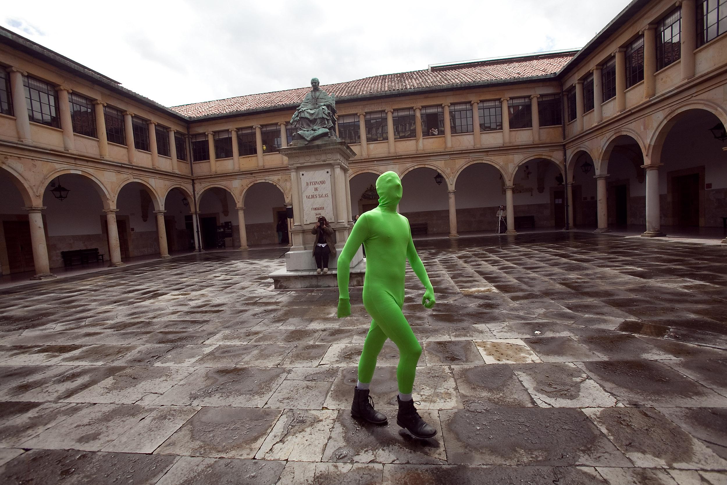 Superpública, el nuevo superheroe de los estudiantes de la Universidad de Oviedo. 30 de abri de 2012. © Miki López/La Nueva España
