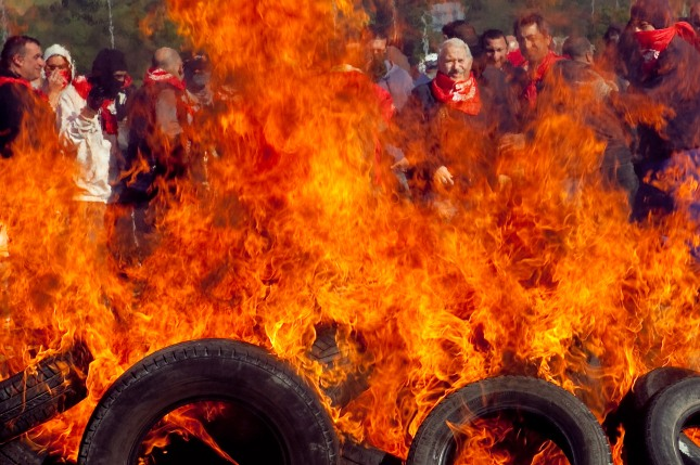 Jose Angel Fernández Villa tras una barricada minera en Montico (Carreño). 23 de mayo de 2012. © Miki López/La Nueva España