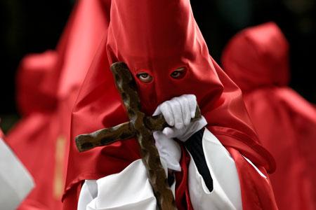 Cofrade de Semana Santa. Avilés, 14 de abril de 2006.   © Miki López