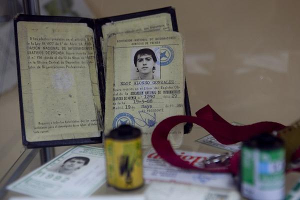 Acreditación de Eloy Alonso expuesta en SOTOgrafos. © Miki López