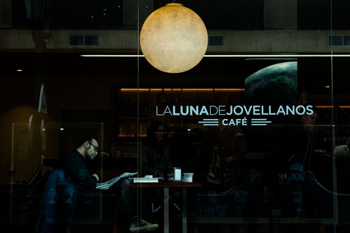 Café. Calle La Luna.  2 de abril de 2014. © Miki López
