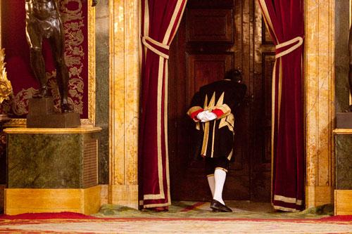 Esperando la entrada de los reyes en el salón del trono del Palacio Real. Madrid, 19 de junio de 2014. © Miki López/La Nueva España