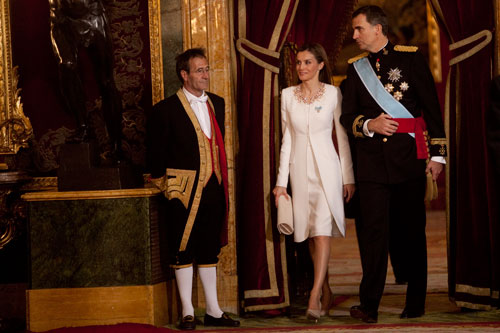 Los reyes entran en el salón del trono del Palacio Real. Madrid, 19 de junio de 2014. © Miki López/La Nueva España