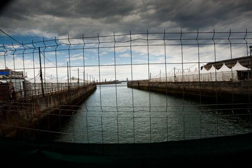 Carpas de la Semana Negra en los antiguos diques de Naval Gijón. 5 de julio de 2014. © Miki López