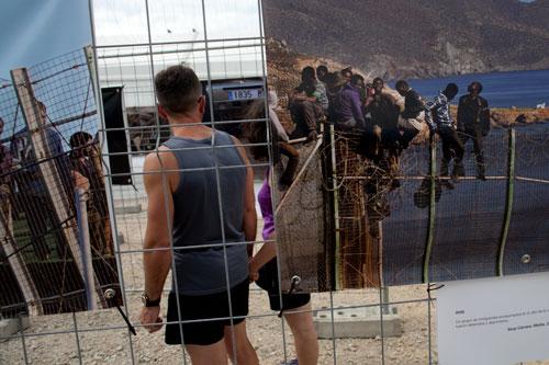 Exposición sobre las vallas de Ceuta y Melilla en la Semana Negra de Gijón. 5 de julio de 2014. © Miki López