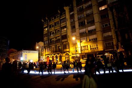 Esperando los fuegos en la plaza de Santiago López. Avilés, 28 de agosto de 2014.  © Miki López