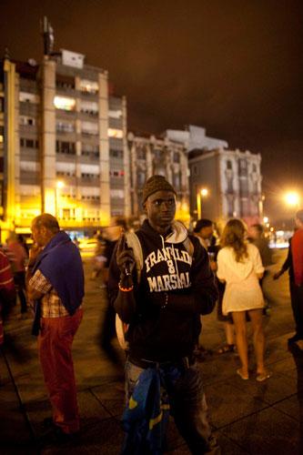 Vendedor ambulante. Avilés, 28 de agosto de 2014.  © Miki López