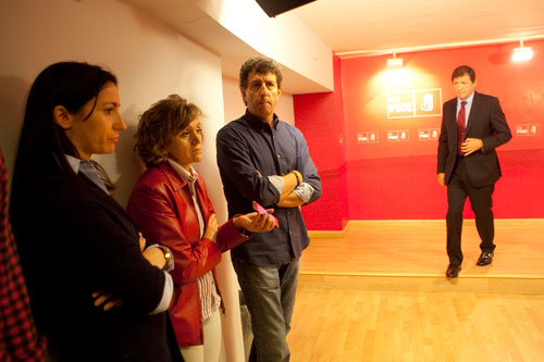 Rueda de prensa en la FSA en la que Javier Fernández da cuenta de la expulsión de Fernández Villa de las filas del PSOE. © Miki López/La Nueva España