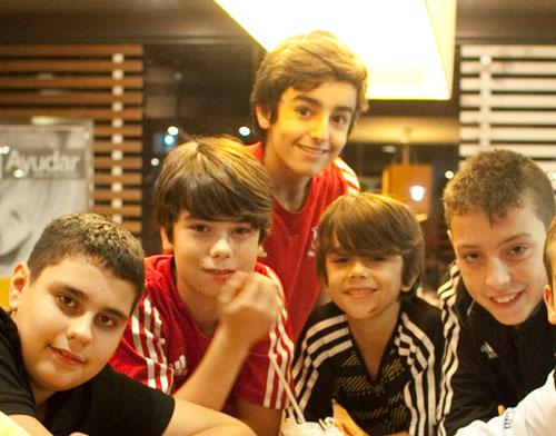 Iyán y sus amigos del Juso Club Avilés.  © Miki López