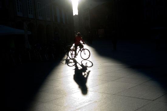 Bicicleta. Plaza de España. Avilés, 8 de marzo de 2015. © Miki López