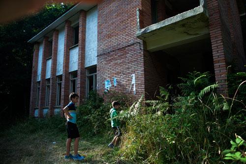 Escuela abandonada de Penzol. Castropol, 11 de julio de 2015. © Miki López