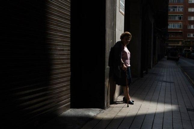 Anciana. Gijón, 2 de julio de 2015.  © Miki López