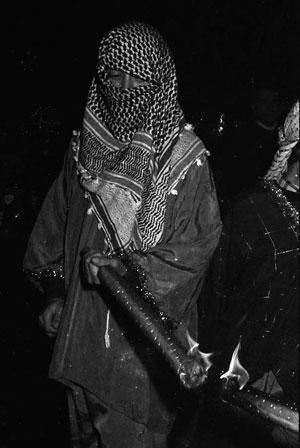 Paje con antorcha. Cabalgata de Reyes de Soto del Barco. 5 de enero de 1990. ©Miki López