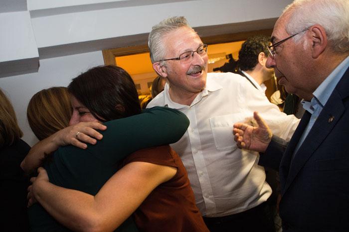 Adriana Lastra, Antonio Trevín y Tini Areces en la sede de la FSA en la noche electoral del 26 de junio. © Miki López/La Nueva España